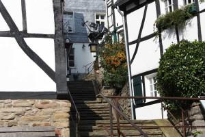 Kirchtreppe mit dem Kettwiger Nachtwächter