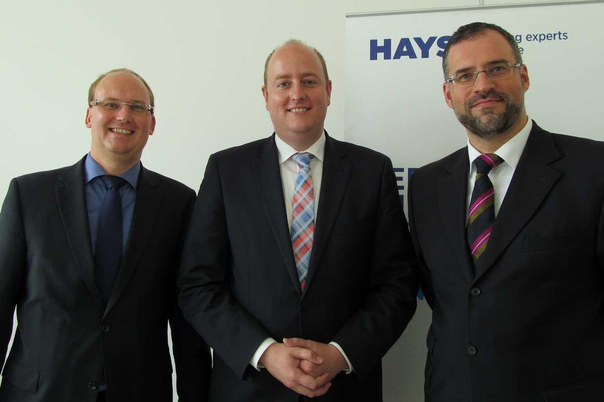 Matthias Hauer MdB beim Gespräch in der HAYS-Niederlassung in Rüttenscheid mit Jens Modenbach (links) und Carlos Frischmuth