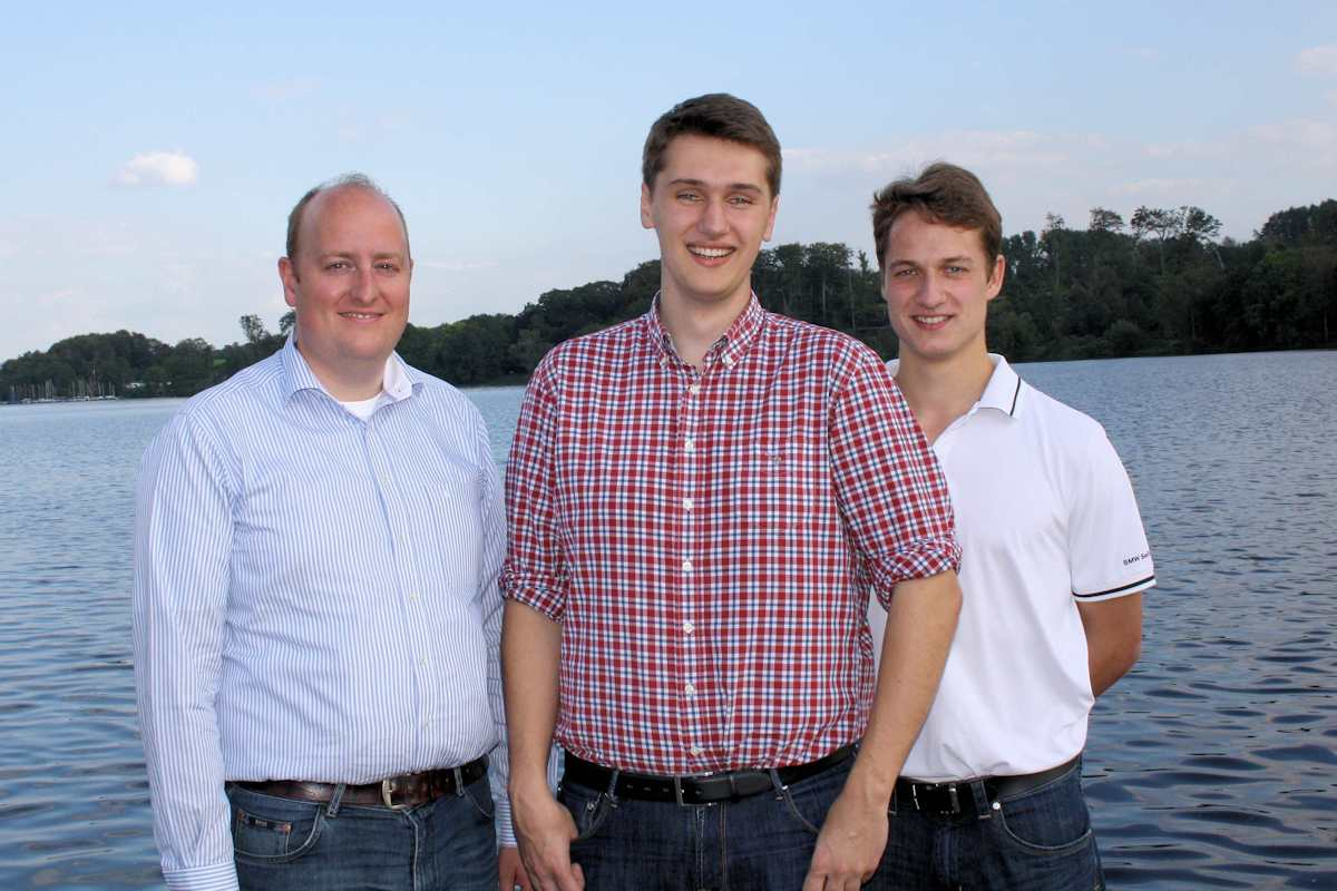M Hauer mit Nils Sotmann und Yannick Lubisch (re.)