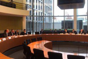Matthias Hauer MdB befragt Bundesfinanzminister Olaf Scholz (SPD) im Ausschuss Digitale Agenda.