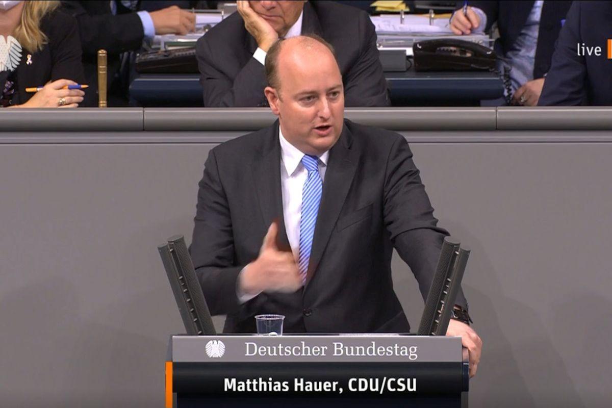 Matthias Hauer spricht zur Reform der Finanzaufsicht.